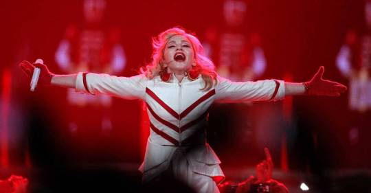 12-11-26-madonna-mdna-tour-houston-0012